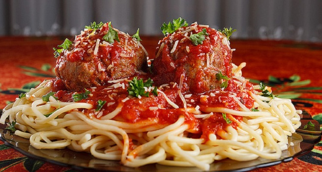spaghetti and meatballs are a healthy food option for dinner Healthy Food Options For Breakfast, Lunch, Dinner, And Snacks