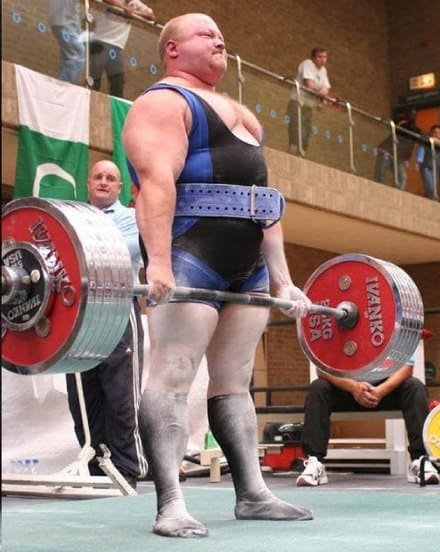 Power lifter v bodybuilder